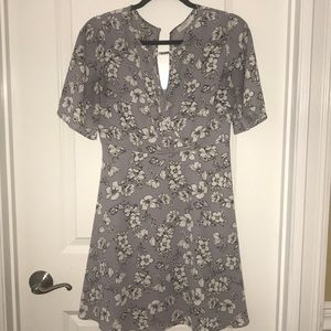 Lush size M, V-neck Floral Dress